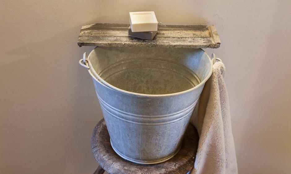 Retro-Handwaschbecken im Vorraum